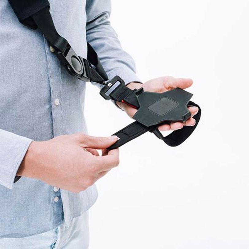 Sistema di fissaggio X-STRAP con tracolla per trasportare il tablet CORE-T4